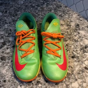 Youth Nike neon shoes 599477–300